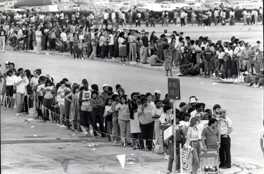 Fans wait in line for Michael Jackson tour tickets at the Astrodome in 1984. Photo: John Everett, Houston Chronicle