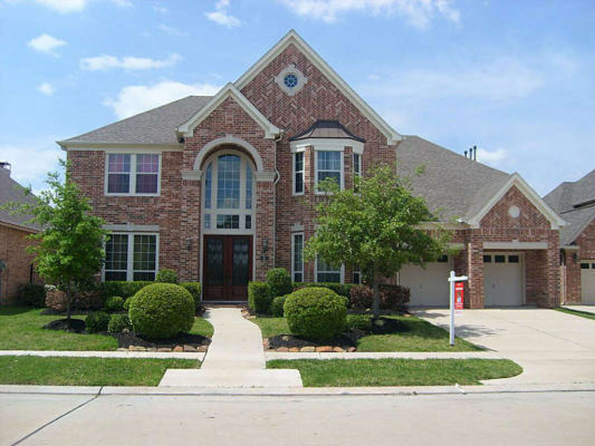 1826 Cambria Ln, $599,000 Keller Williams Realty - Southwest Agent: Nazneen Dhanani 713-265-0000 Main