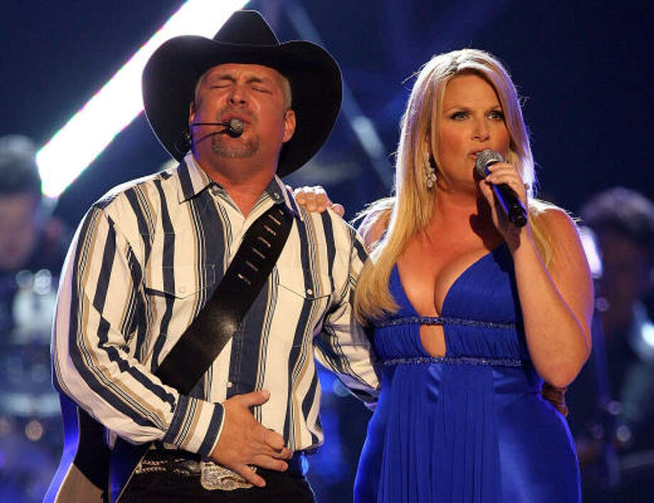 Country superstar garth brooks houston chronicle for How long have garth brooks and trisha yearwood been married
