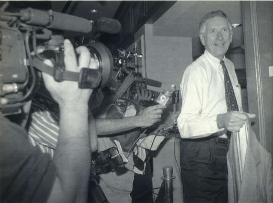 Drayton McLane Jr. leaves the meeting between owners and players on Aug. 24, 1994 as the two sides in the labor dispute met. Photo: Monika Graff, AP