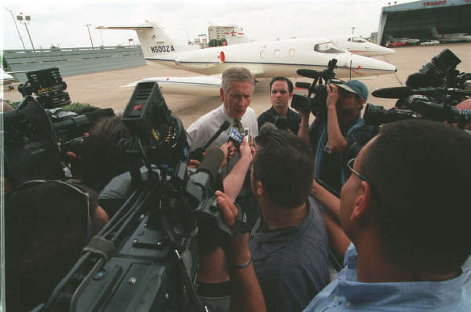 McLane hops off the Astros logo jet at Atlantic Aviation at Hobby Airport and makes the announcement of the awarding of the 2004 All-Star Game to Minute Maid Park. Photo: Ben DeSoto, Chronicle