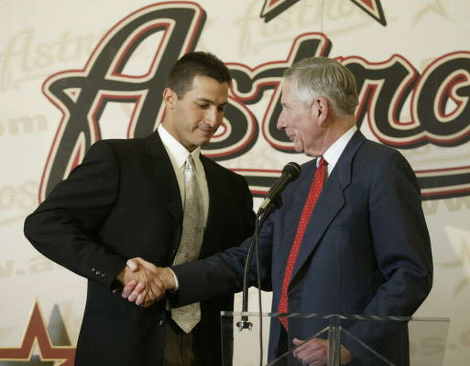 Andy Pettitte greets McLane at a press conference as he is announced as a free agent aquisition in December 2003. Photo: John Everett, Chronicle