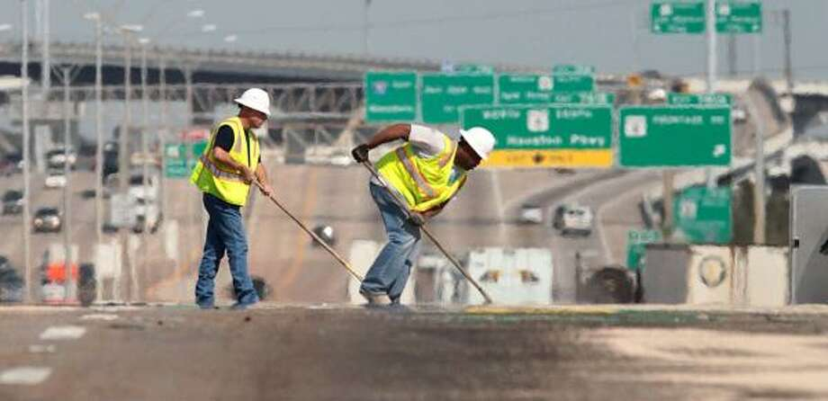 FILE - Road crews work to clean up a spill from a accident on Interstate 10 eastbound at the Freeport exit on March 24, 2011. Tuesday, residents will have the opportunity to offer transportation officials feedback on the busy road corridor. Photo: Billy Smith II, Chronicle