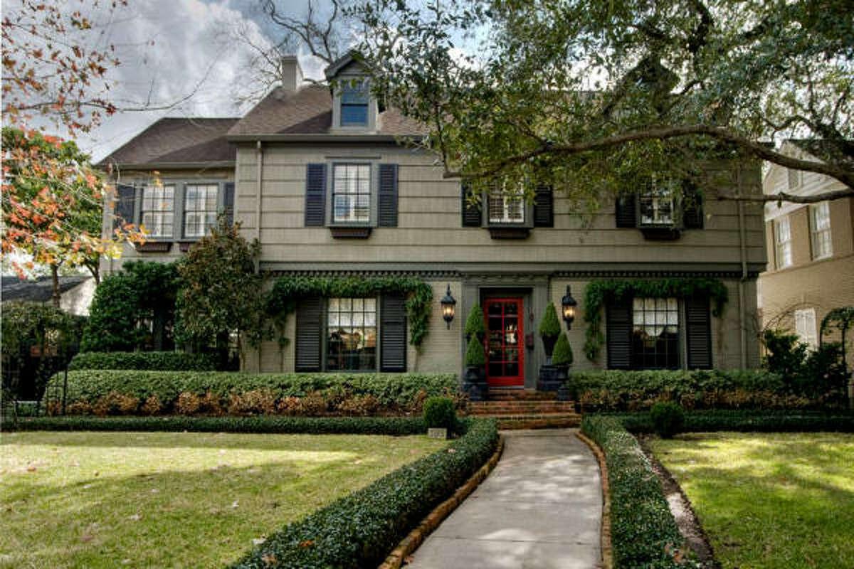 3015 Locke Lane, $1,325,000 Greenwood King Properties Agent: Virginia Andrews Jackson 713-542-0888 Main 713-542-1480 Direct