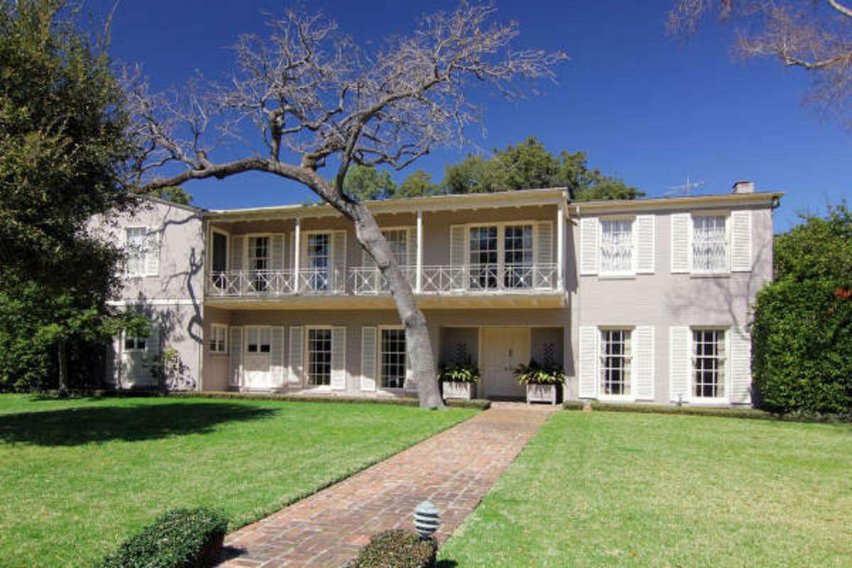 3452 Piping Rock, $1,550,000 Greenwood King Properties Agent: Rachel Rosson 713-542-0888 Main