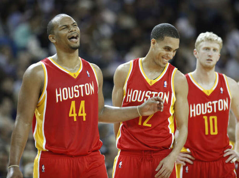 Rockets center Chuck Hayes, left, and Kevin Martin, center, enjoy a timeout during the third. Photo: Rich Pedroncelli, AP