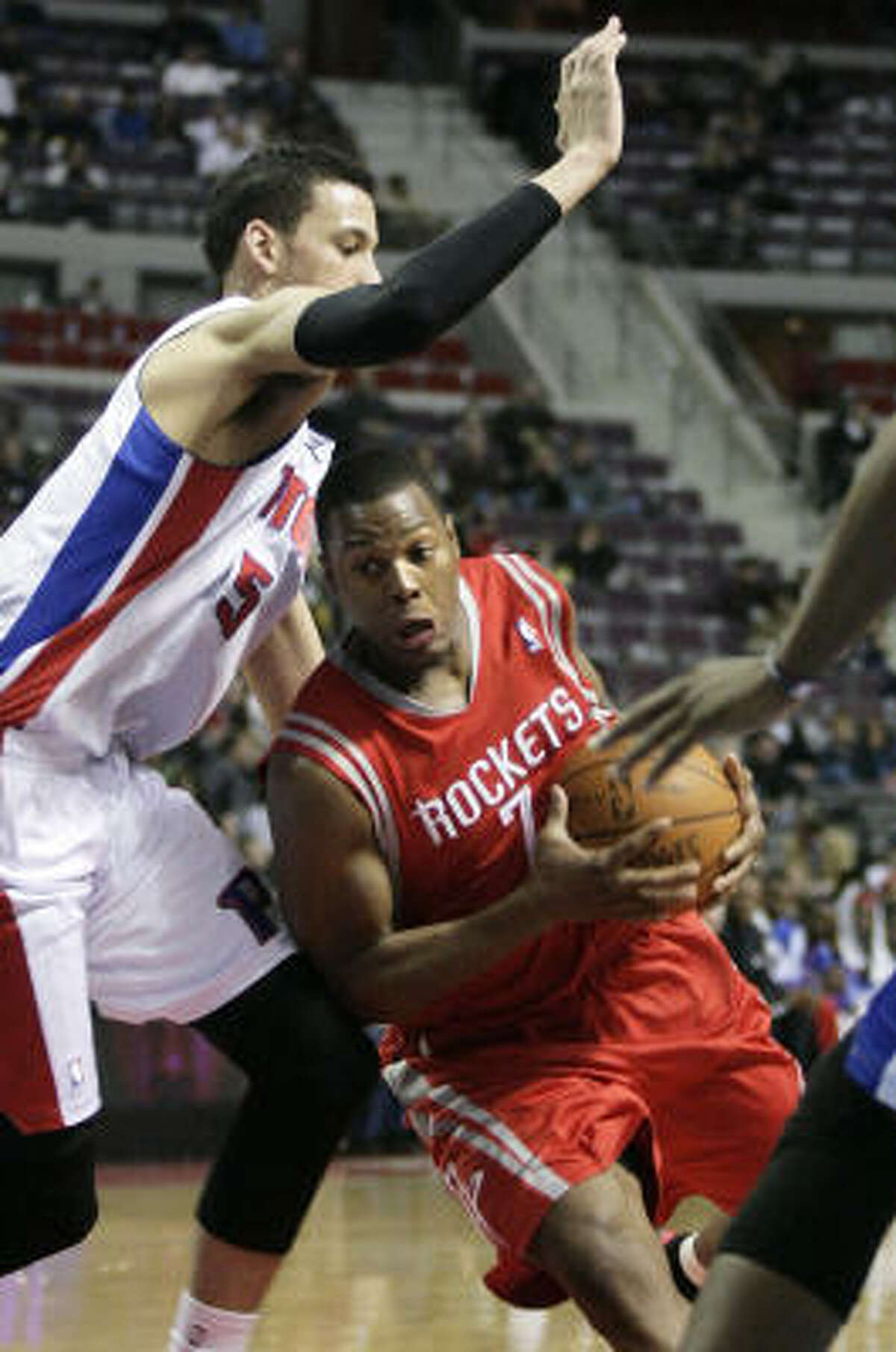 Rockets guard Kyle Lowry drives to the basket against Pistons forward Austin Daye in the first half.