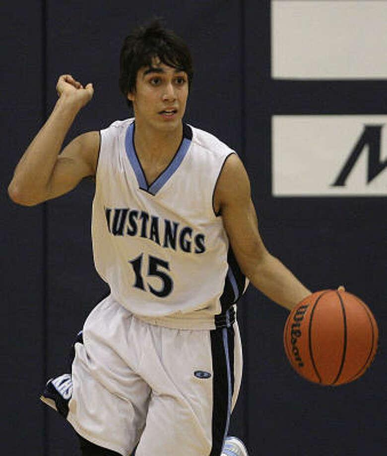 Kingwood's Kevin Acosta moves the ball against Oak Ridge. Photo: James Nielsen, Chronicle
