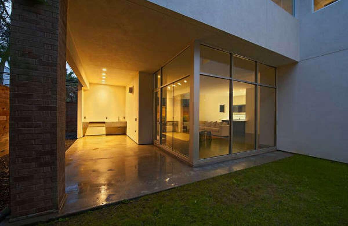 2425 Southgate Blvd, $1,199,000 John Daugherty, Realtors Agent: Mona Midani (713) 487-6675 Main