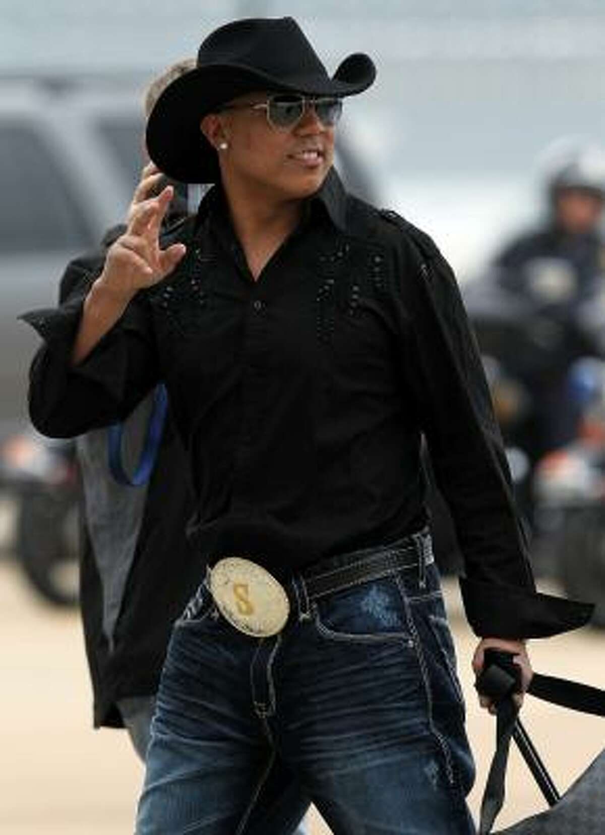 Wide receiver Hines Ward of the Steelers walks to the team bus after arriving in Dallas.