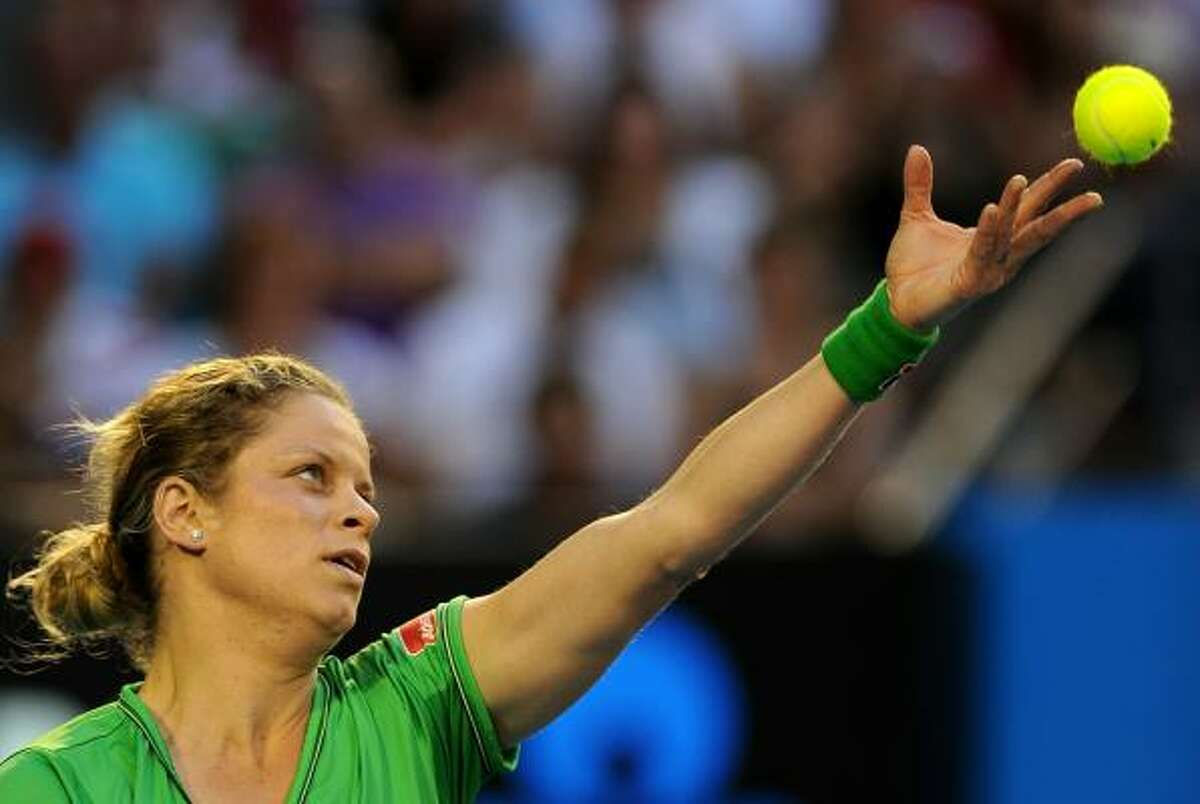 Kim Clijsters prepares to deliver a serve to Li Na.