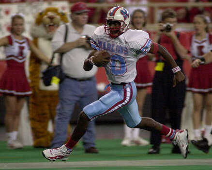 2001 As evident in this 35-yard touchdown run against Katy during his Madison days, Vince Young was always an effective scrambler. Photo: Chronicle File
