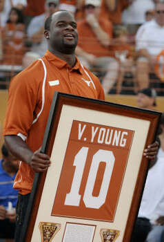 2008 Vince Young had his No. 10 retired by Texas at Darrell K Royal-Texas Memorial Stadium on August 30. Photo: Brian Bahr, Getty Images