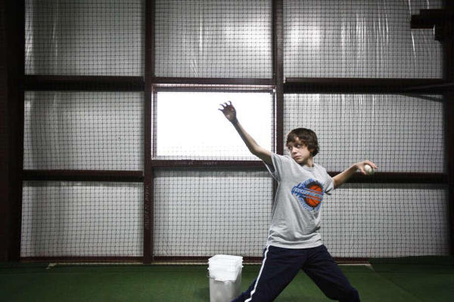 Brandon Ivey, 14, throws the ball to Hunter Pence. Photo: Michael Paulsen, Chronicle