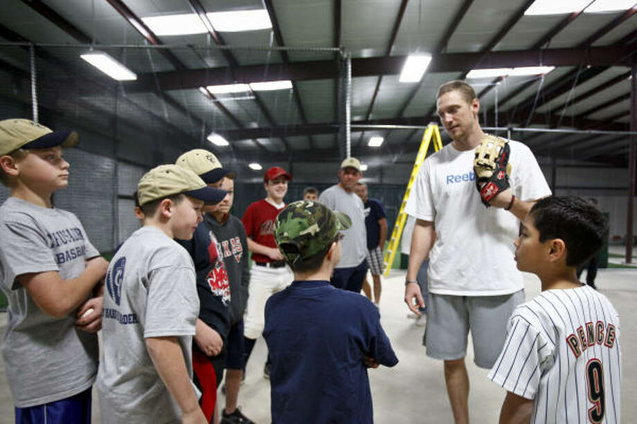 Hunter Pence talks with young baseball players during the open house. Photo: Michael Paulsen, Chronicle