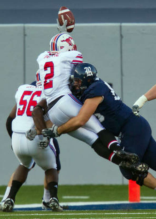 Rice offensive left tackle Scott Mitchell could be playing pro football north of the border soon. Photo: Smiley N. Pool, Chronicle