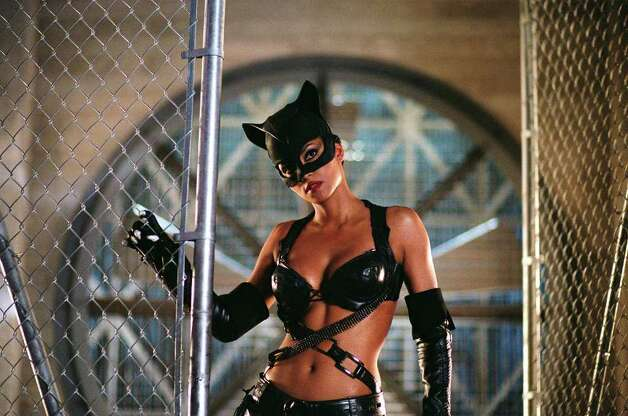 """Halle Berry stars as Catwoman in Warner Bros. Pictures' action adventure """"Catwoman."""" Photo: Doane Gregory / ©2004 Warner Bros. Entertainment Inc. - U.S., Canada, Bahamas & Bermuda. ©2004 Village Roadshow Films (BVI) Limited - All Other"""