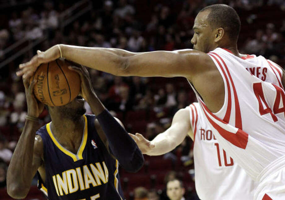 At 6-6, Rockets center Chuck Hayes, right, has to take on bigger opponents in the paint. Photo: Pat Sullivan, AP
