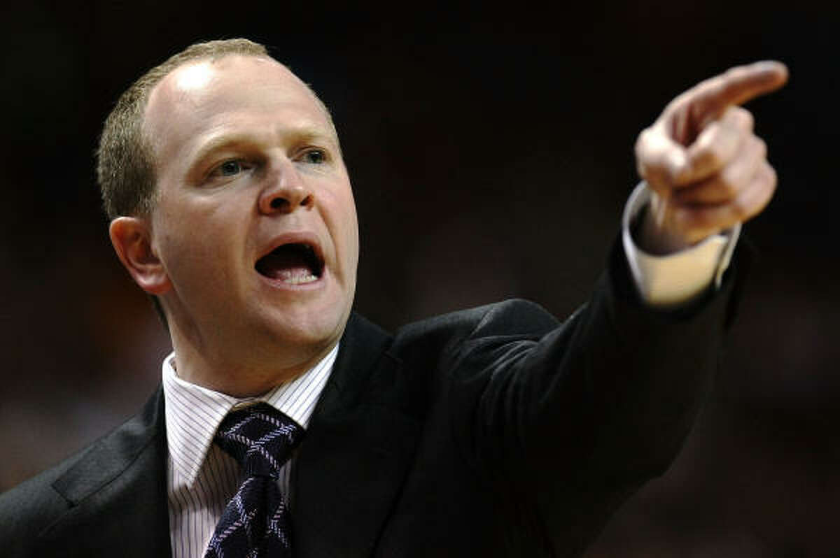 Former New Jersey Nets head coach and Boston Celtics assistant Lawrence Frank met with the Rockets on Monday.