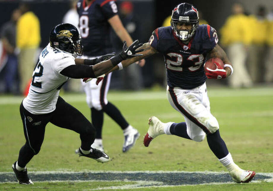 Texans running back Arian Foster led the NFL in 2010 with 1,616 yards rushing, 2,220 yards from scrimmage and 18 touchdowns. Photo: Brett Coomer, Chronicle