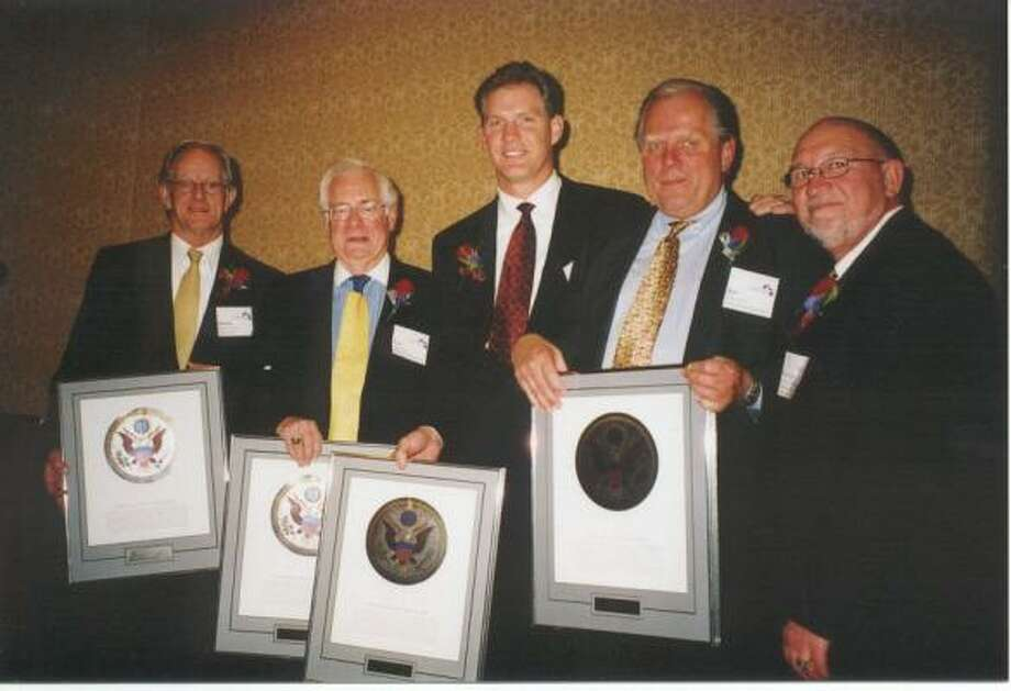 Chamber marking its silver anniversary houston chronicle leadership tradition this 1999 chamber photo shows retiring chamber chairmen dennis vickery left malvernweather Gallery