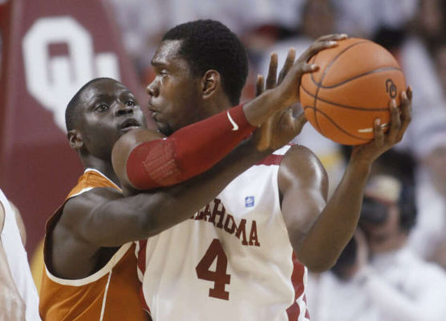Texas forward Alexis Wangmene tries to knock the ball away from Oklahoma forward Andrew Fitzgerald. Photo: AP