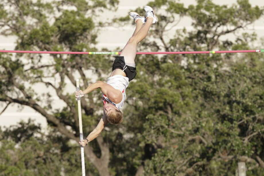 UH pole-vaulter Alex Bentley enters the NCAA regional meet fresh off a C-USA title. Photo: UH Athletics