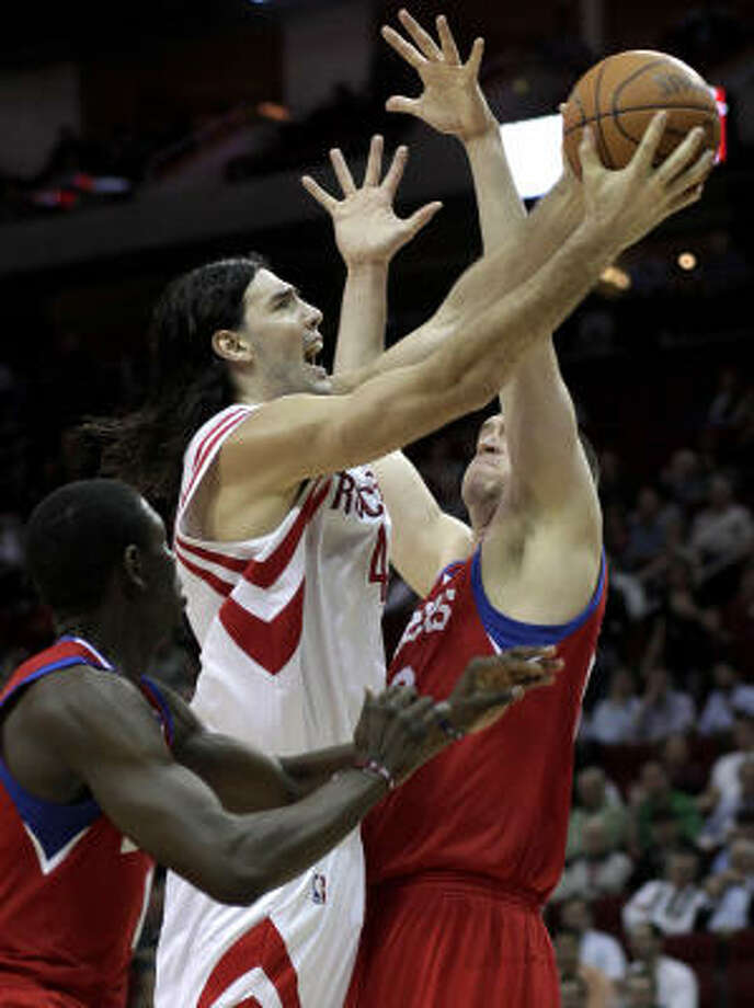 Luis Scola, who for the first time in his four-year NBA career missed a game Tuesday in Phoenix because of a sore left knee, did not practice Friday. Photo: Pat Sullivan, AP