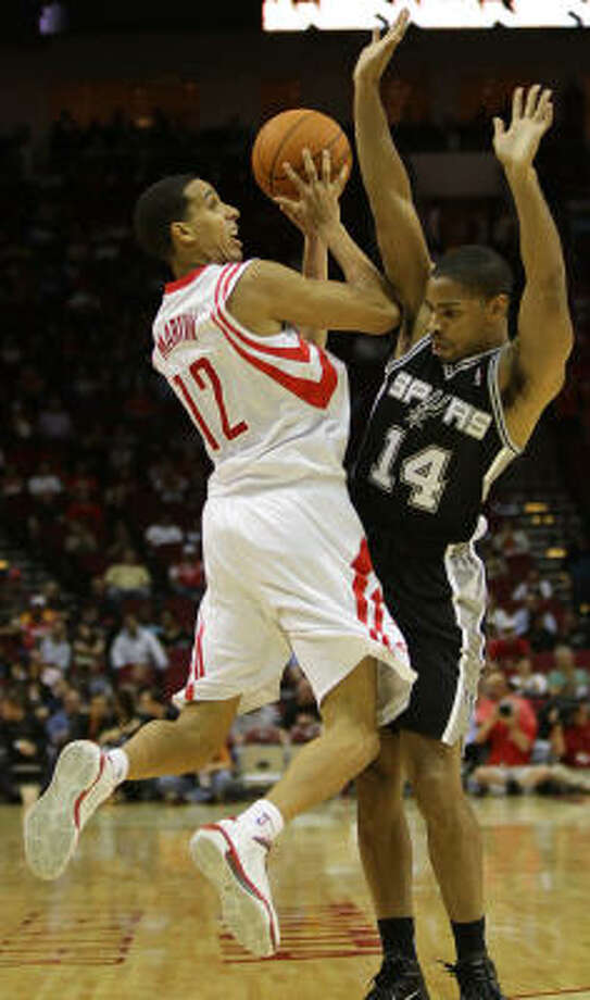 Add the Spurs' Gary Neal, right, to the list of players who'll bite on a Kevin Martin fake and foul the Rockets guard. Photo: Nick De La Torre, Chronicle