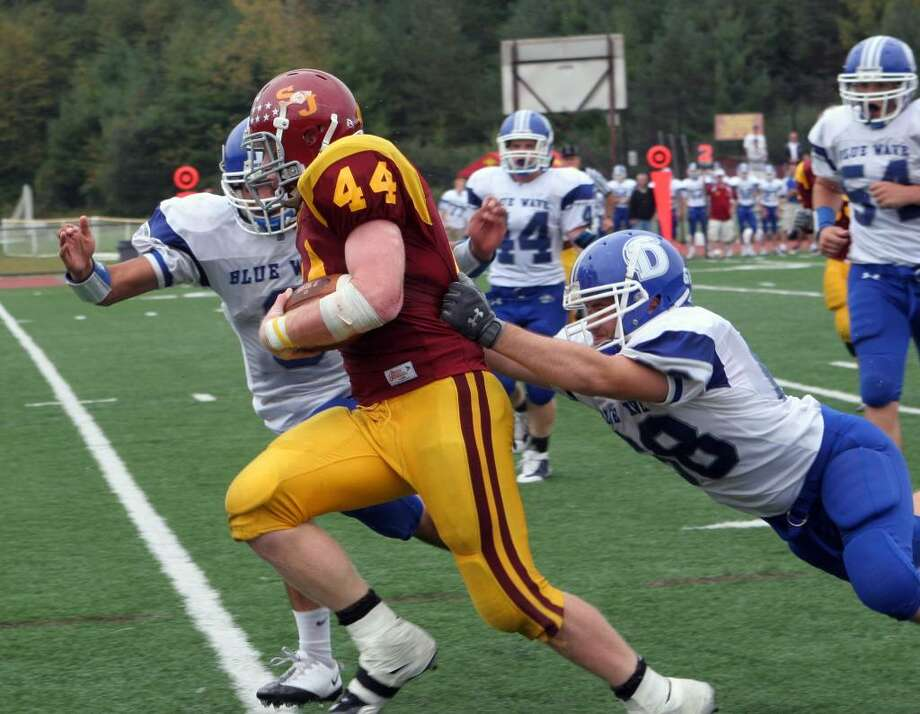 St Joseph's  Tyler Matakevich (44) eludes Darien's defenders in the 4th quarter of the Saturday, Oct.3,2009 football game in Trumbull. St Joseph won 21-10. Photo: B.K. Angeletti / Connecticut Post