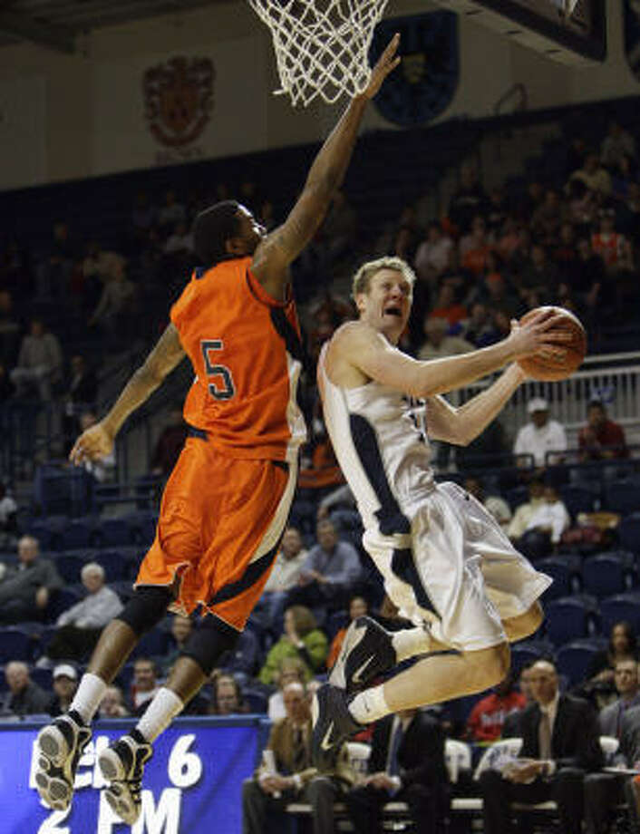 Rice's Trey Stanton drives to the basket around UTEP's Julyan Stone. Photo: Bob Levey, For The Chronicle
