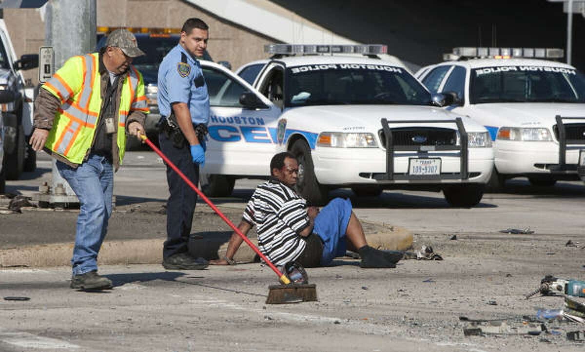 Police began pursuing the truck after an off-duty Houston police officer working an extra job saw two men pull up outside Top Dollar Pawn at 3509 East Little York, west of the Eastex Freeway, officials said.