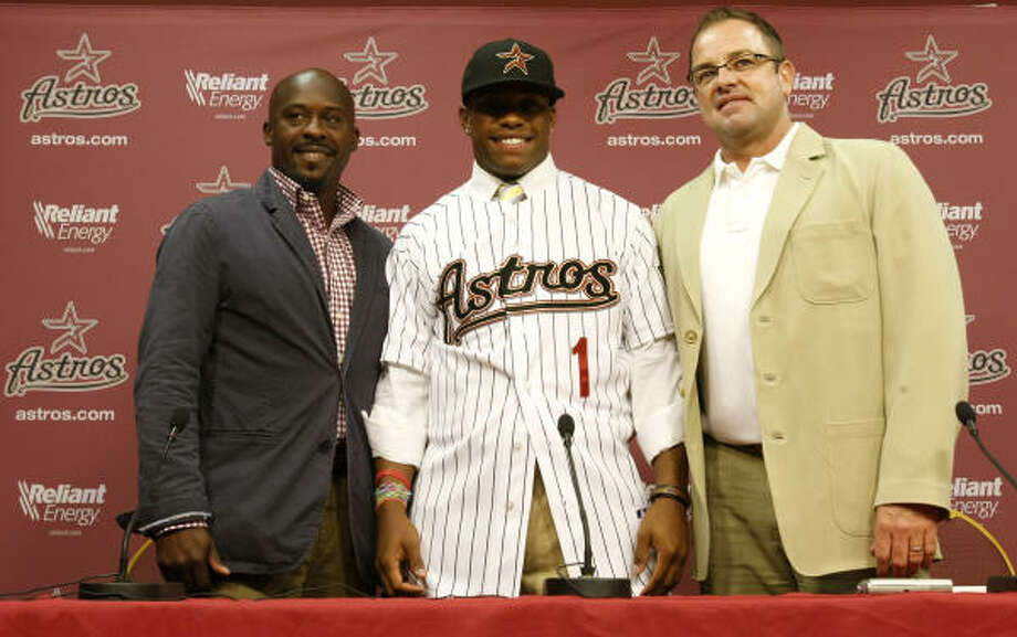 Delino DeShields Jr., center, received a $2.15 million signing bonus, a record for an Astros draft pick. Photo: Julio Cortez, Chronicle