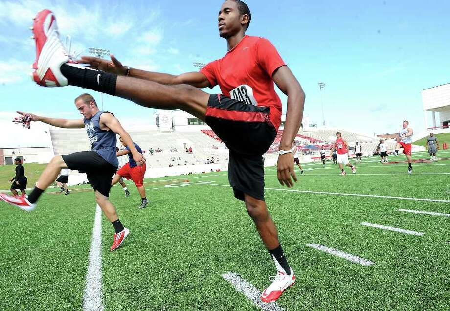 Lamar High School's, Carrington Thompson warms up with over 200 other Junior and Senior regional High School players during football camp at Lamar University in Beaumont, Saturday. Tammy McKinley/The Enterprise Photo: TAMMY MCKINLEY