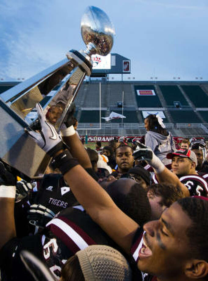 TSU, which won the Southwestern Athletic Conference's 2010 football title but dismissed coach Johnnie Cole this spring as it awaits the results of an NCAA investigation that could include evidence of academic irregularities, suffered the most severe hit, in terms of lost scholarships, of any program sanctioned by the NCAA for APR shortcomings. Photo: Smiley N. Pool, Houston Chronicle
