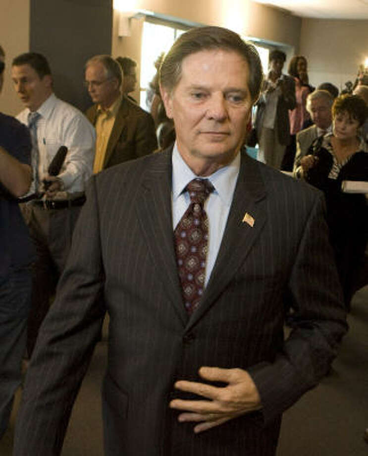 Tom DeLay is counting on testimonials and letters on his behalf to help him avoid prison. Photo: Larry Kolvoord, Austin American-Statesman
