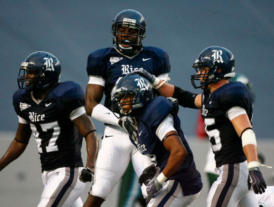 Rice cornerback Kevin Gaddis, center, was charged with a pair of misdemeanors. Photo: Nick De La Torre, Chronicle