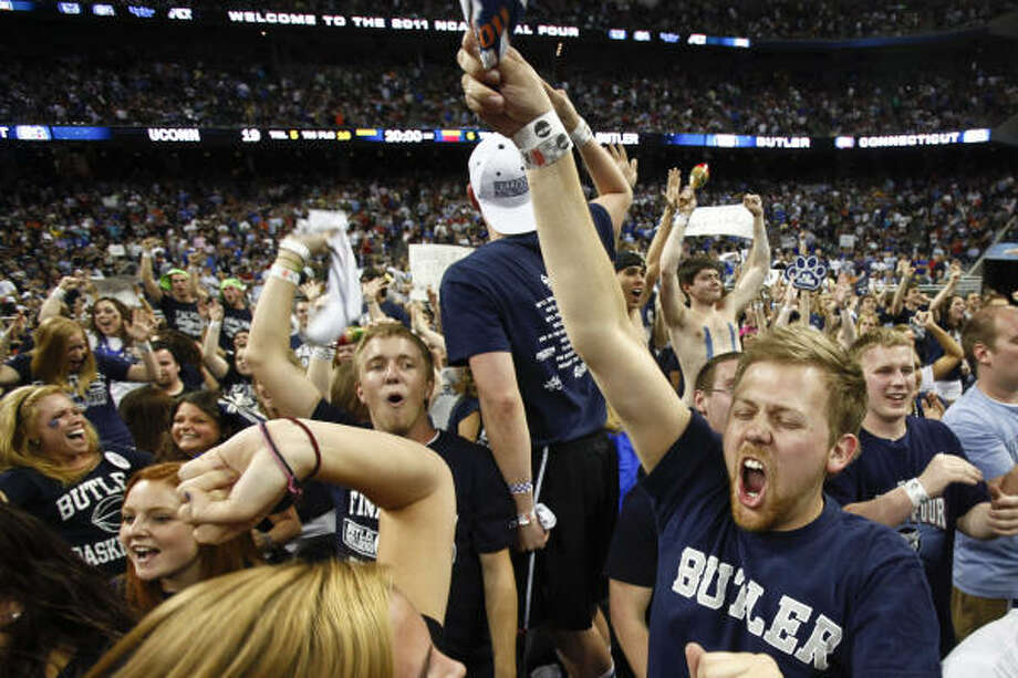 Butler fans cheered the Bulldogs all the way to the end against the Huskies on Monday. Photo: Michael Paulsen, Chronicle