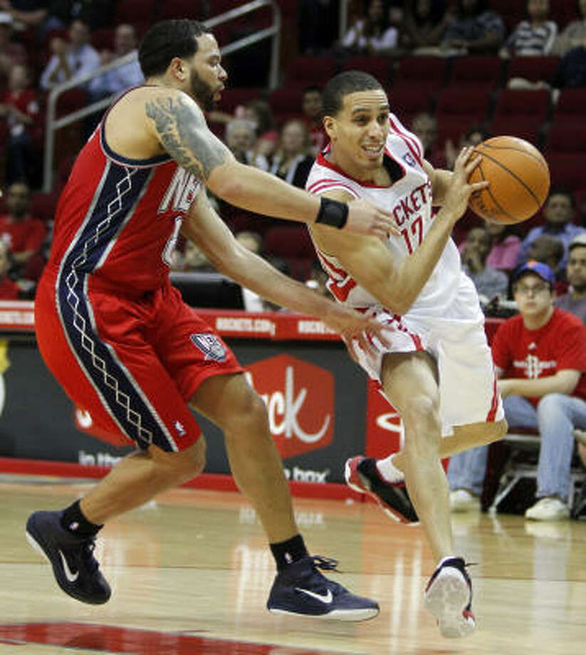 The Rockets' Kevin Martin, right, won the battle of the guards with the Nets' Deron Williams. Martin doubled Williams' 15 points Saturday at Toyota Center. Photo: Melissa Phillip, Chronicle