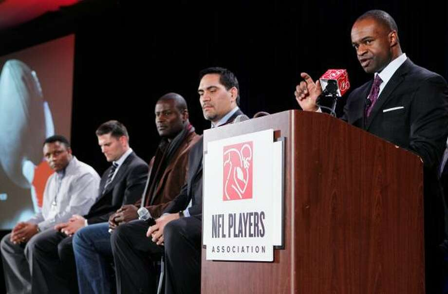 NFLPA executive director DeMaurice Smith addresses the possible lockout. Photo: Scott Halleran, Getty Images