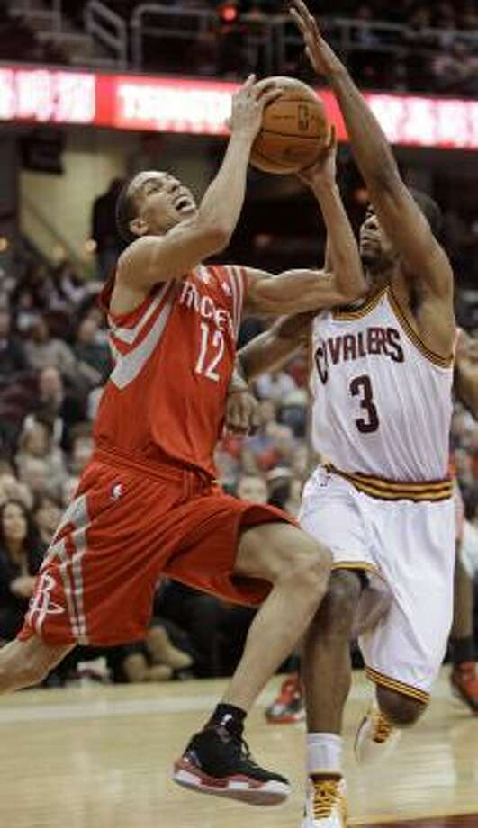 Rockets guard Kevin Martin drives past Cavaliers guard Ramon Sessions. Photo: Tony Dejak, ASSOCIATED PRESS