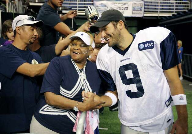 Carolyn Price (left) poses for a photo with quarterback Tony Romo following the afternoon session of Dallas Cowboys training camp Monday, Aug. 1, 2011 at the Alamodome. Photo: Edward A. Ornelas/eaornelas@express-news.net / © SAN ANTONIO EXPRESS-NEWS (NFS)