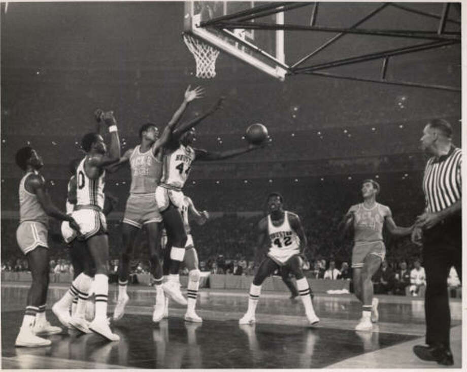 UH's Elvin Hayes grabs a rebound from UCLA's Lew Alcindor, later known as Kareem Abdul-Jabbar, in their Astrodome matchup. Photo: Chronicle File Photo