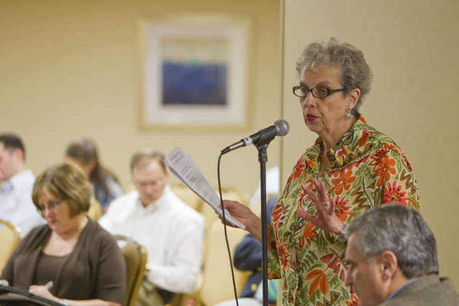 At the hearing Tuesday, Carole Allen offered a three-part plan to protect marine creatures in the Gulf. Photo: Nick De La Torre:, Chronicle