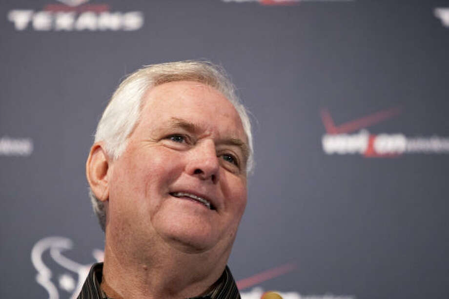 Wade Phillips, the Texans' new defensive coordinator, expects to wipe smiles off the faces of opposing quarterbacks. Photo: Nick De La Torre, Chronicle