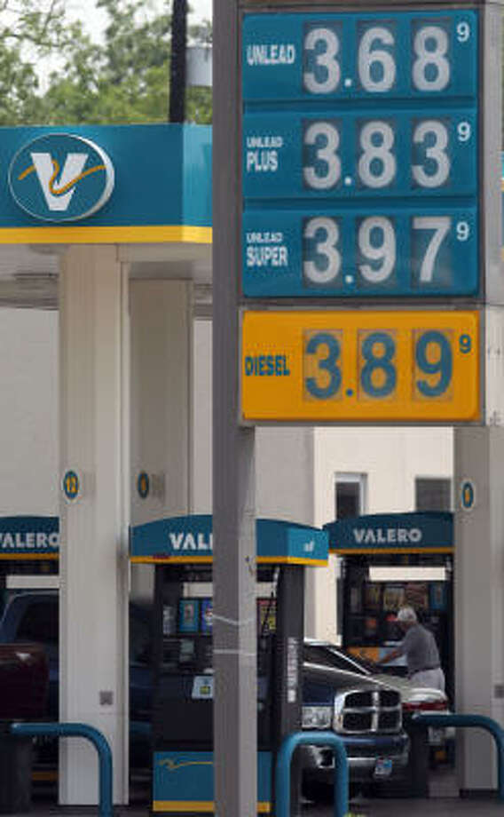 Gas prices at this  Valero station in San Antonio have begun moving in the cheaper direction, just in time for holiday driving. Photo: JOHN DAVENPORT, SAN ANTONIO EXPRESS-NEWS