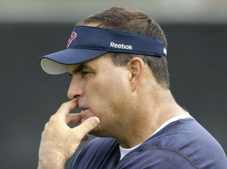 Bruce Matthews' new job allows him to coach his son, Titans' center Kevin Matthews, who played at Texas A&M and spent most of his rookie season on the practice squad. Photo: Brett Coomer, Chronicle