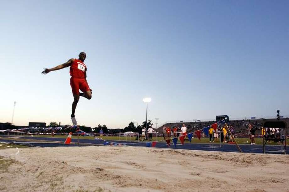 UH's Jonathan Williams takes off during the long jump. Photo: TODD SPOTH, For The Chronicle