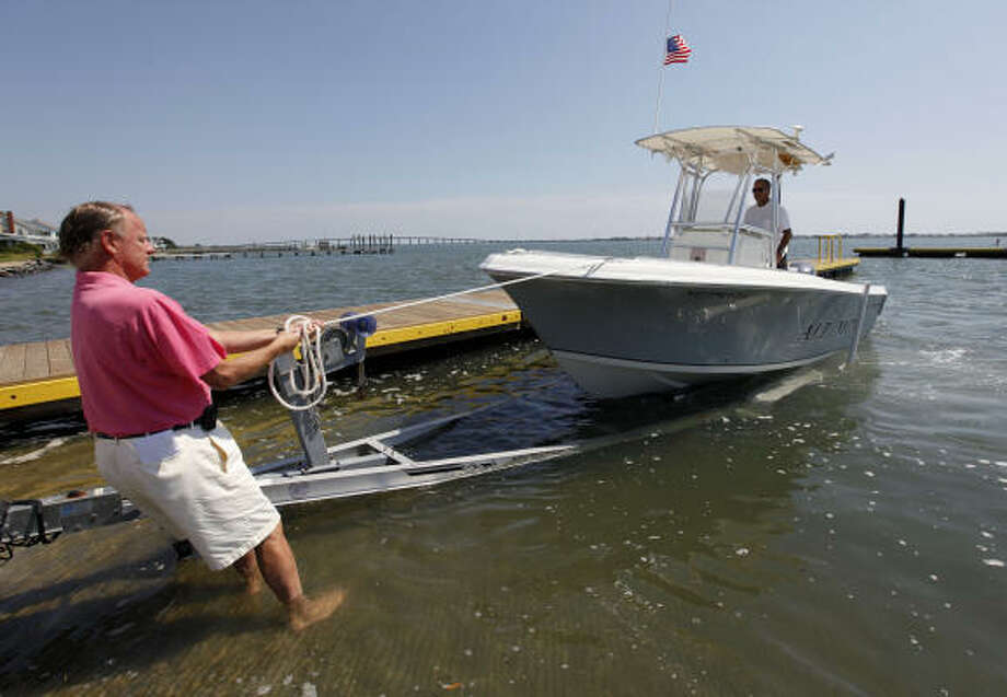 Launching and loading a boat can be a quick, easy task taking no more than a couple of minutes if boaters follow basic rules and tips. Photo: Chuck Burton, AP