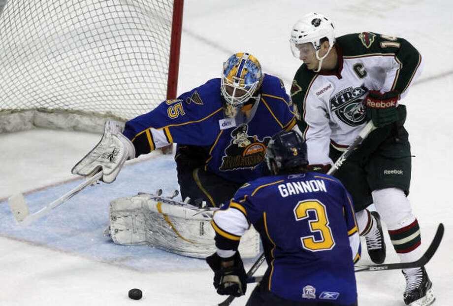 Aeros right wing Jon DiSalvatore tries to squeeze a shot past Rivermen goalie Jake Allen. Photo: Cody Duty, Chronicle